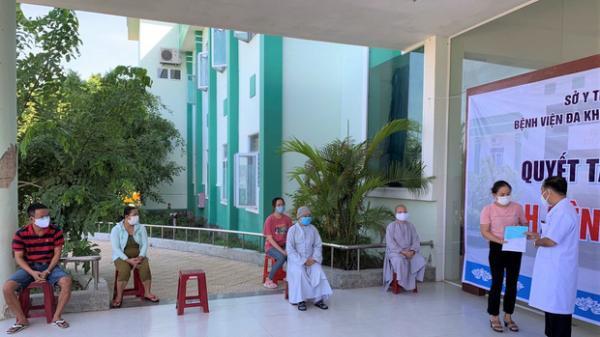 Nữ sinh viên mắc Covid-19 dương tính trở lại sau 4 ngày xuất viện