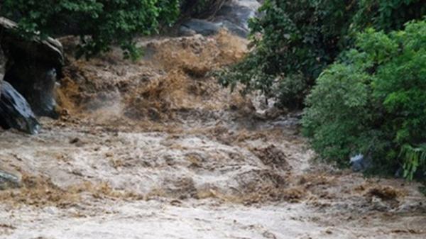 Lào Cai: Phát hiện thi thể thầy cúng trong hốc đá ven suối