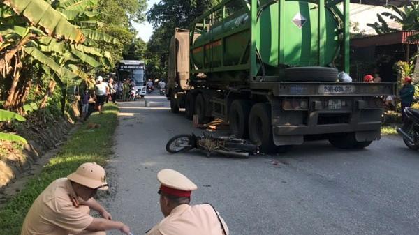 Bảo Thắng: Ô tô va chạm với xe máy làm 1 người chết, 1 người bị thương