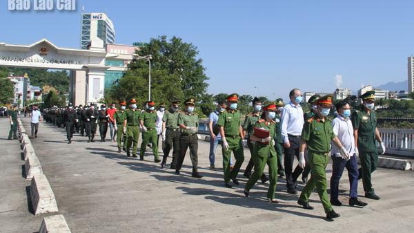 Lào Cai: Bàn giao 20 đối tượng truy nã cho Công an Trung Quốc