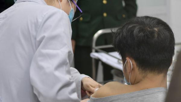 Sức khoẻ 3 tình nguyện viên đầu tiên tiêm vaccine Covid-19 của Việt Nam ra sao?