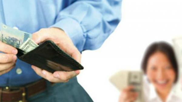 Từ ngày 1/1/2021, lương của chồng có thể chuyển thẳng trực tiếp vào tài khoản vợ