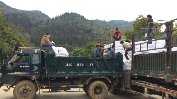 Si Ma Cai: Tiếp nhận đợt 2 gần 200 tấn gạo cho hơn 3.700 học sinh nghèo