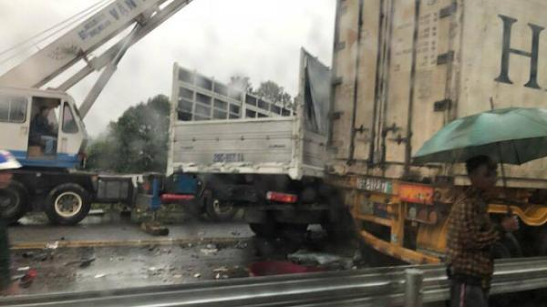 3 ô tô đâm liên hoàn trên cao tốc Nội Bài - Lào Cai, 1 người tử vong