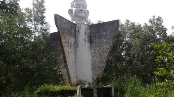"""Bí mật của bức tượng """"đầu Phật cô đơn"""" trên con dốc 47"""
