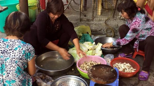 Bếp ăn từ thiện của người phụ nữ đơn thân quê Long An