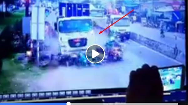 CLIP: Xót lòng khi xem hình ảnh từ CAMERA an ninh trong vụ xe container tông gần 30 người thương vong tại Long An