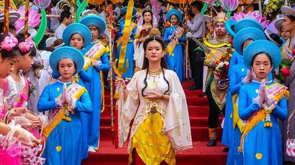 Hàng ngàn người trẩy hội Lễ hội Quán Thế Âm - Ngũ Hành Sơn