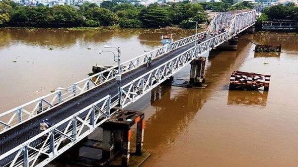 Cận cảnh cây cầu sắt hơn 100 tuổi ở Sài Gòn bị tháo dỡ