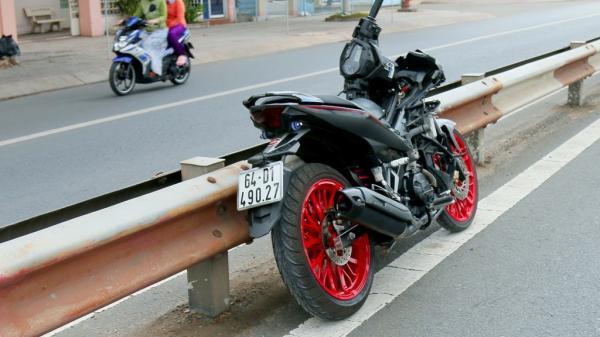 Tai nạn gần vòng xoay ngã ba Cần Thơ: Xe máy tông thẳng thanh niên đi bộ qua đường, hai người nguy kịch