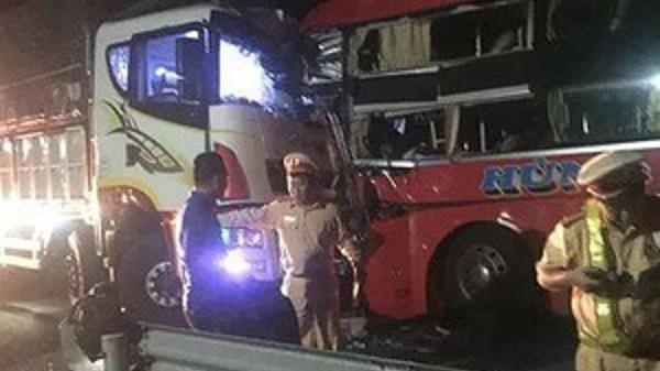 Tai nạn liên hoàn ở Đà Nẵng, 1 người ch.ết, hàng chục hành khách bị thương