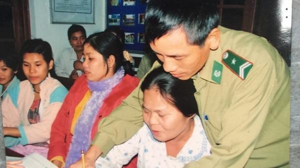 Long An: Người thầy đặc biệt - mang gạo tặng gia đình phụ huynh ngày 20/11