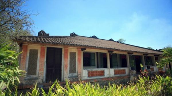 Khám phá ngôi nhà cổ trăm cột nổi tiếng đất phương Nam