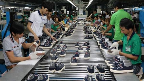 """DN da giày """"bó tay"""" trước các đơn hàng vì nhiều lao động tự bỏ về quê"""