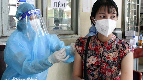 Huy động 60 đội tiêm chủng lưu động hỗ trợ TP. Biên Hòa tiêm vaccine xin phòng COVID-19