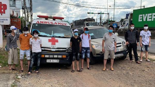 Dùng xe cấp cứu chở 6 người vượt chốt kiểm dịch ở Đồng Nai để về quê