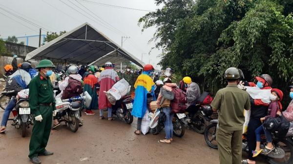 Nhiều người trở lại các tỉnh Đồng Nai, Bình Dương và TP Hồ Chí Minh để làm việc, học tập