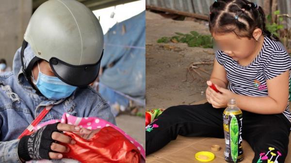 Bữa ăn tạm của những đứa trẻ trên đường về quê tránh dịch