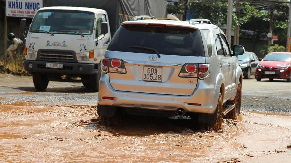 Đồng Nai: Người dân vất vả vì ổ gà hàng chục mét trên tỉnh lộ
