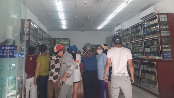 Người dân Đà Nẵng mua khẩu trang sau ca nghi nhiễm COVID-19