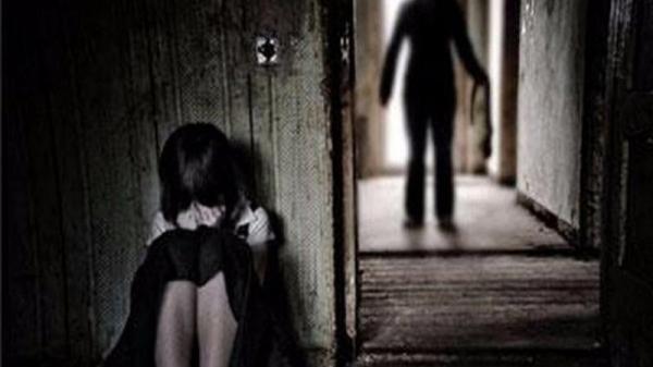 Bình Thuận: Xem camera, người mẹ phát hiện con gái bị dâm ô tại nhà