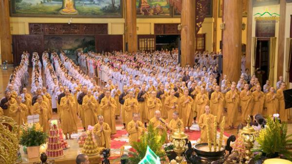 Chùa Ba Vàng rầm rộ tổ chức cầu nguyện, khóa tu dù dịch Covid-19 diễn biến phức tạp