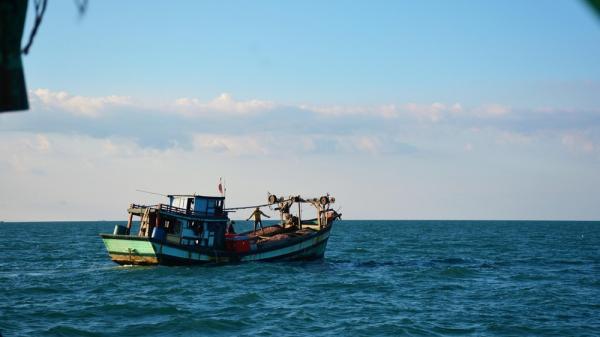 Bình Thuận: Tìm kiếm một ngư dân mất tích trên biển