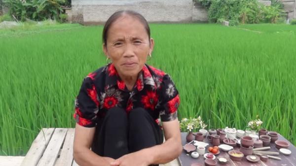 Chuyển hướng từ đồ ăn khổng lồ sang siêu nhỏ, Bà Tân Vlog bị bắt lỗi dùng chất dễ gây ngộ độc khi đun nấu