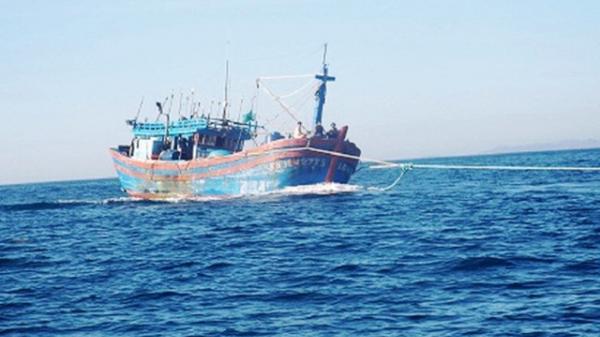 Tàu cá Bình Thuận bị hỏng máy, thả trôi trên biển Vũng Tàu