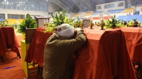 Tang lễ đẫm nước mắt của 22 quân nhân Sư đoàn 337 hy sinh do núi sạt lở, người thân và đồng đội khóc nghẹn trong đau đớn