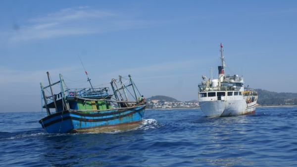 Một tàu cá bị hỏng máy, thả trôi tại vùng biển Phú Quý