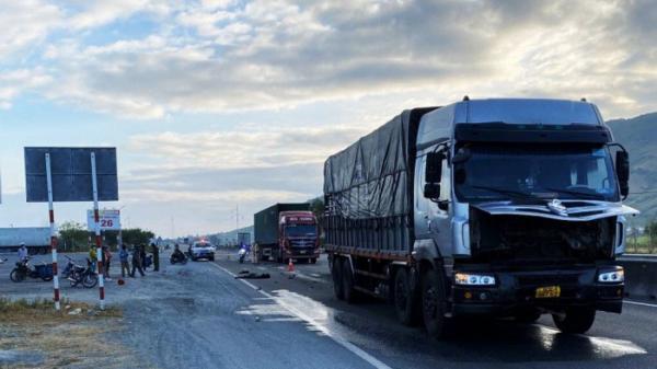 Ninh Thuận: Sang đường bất cẩn, thanh niên bị xe tải tông tử vong tại chỗ