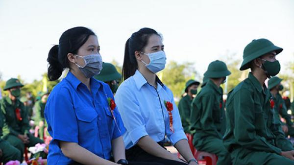 Bình Thuận: 2 cô gái 9X tình nguyện lên đường nhập ngũ