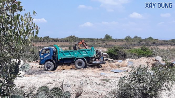 Ninh Thuận: Cận cảnh bãi đá cổ Karang bị khai thác tan hoang