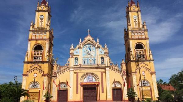 """Nhân mùa Giáng sinh, ngắm vẻ đẹp làm """"say"""" lòng người của những nhà thờ Nam Định"""