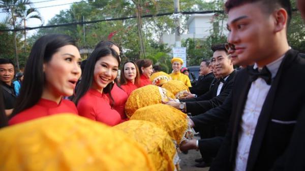 Cận cảnh dàn mỹ nhân chuyển giới ở lễ rước dâu của Lâm Khánh Chi gây xôn xao