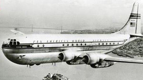 Máy bay mất tích bí ẩn 35 năm trở về nhờ lỗ hổng thời gian, nhìn dung mạo hành khách ai cũng sốc!