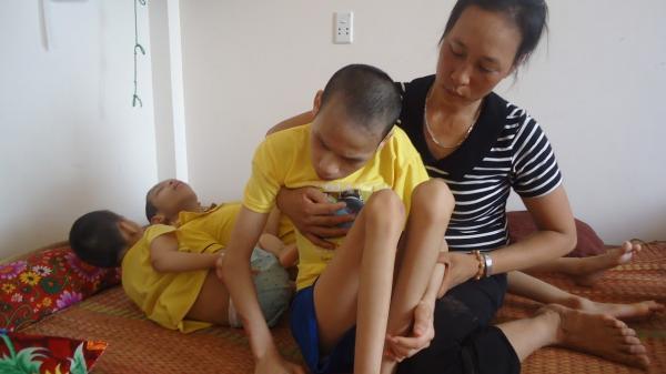 Nam Định: Xót thương người vợ có chồng tâm thần, 3 con bại não bẩm sinh