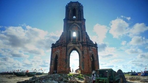 Đâu là lý do khiến phượt thủ Việt tìm đến nhà thờ đổ Nam Định?