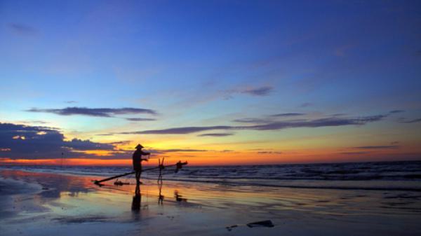 Ngây ngất với vẻ đẹp bình minh trên biển Quất Lâm, Nam Định