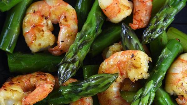 Măng tây, khoai tây, hải sản, các loại hạt và thịt đỏ chứa chất gây ung thư vú