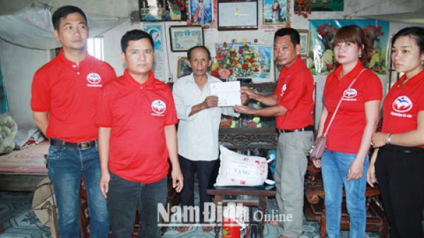 Hải Hậu - Nam Định: Cảm phục trước  tấm lòng của nhóm thiện nguyện luôn hết lòng vì người nghèo