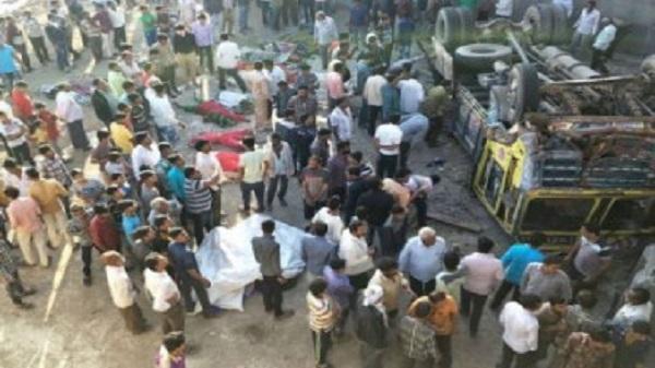 Kinh hoàng: Lật xe đưa dâu khiến 25 người thiệt mạng
