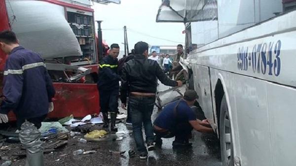 Vụ xe khách va chạm xe cứu hỏa: Tài xế xe khách lên tiếng