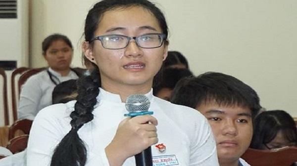 Nữ học sinh bật khóc uất ức tố giáo viên lên lớp chỉ viết bảng mà không giảng bài suốt 4 tháng