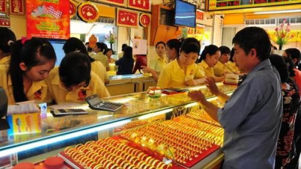 Giá vàng hôm nay 4/4 đồng loạt giảm mạnh theo giá vàng của thế giới