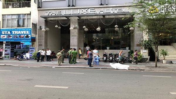 Phát hiện kinh hoàng người nước ngoài rơi từ trên cao khách sạn tầng 5 xuống đất tử vong