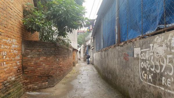 """Tổ trưởng dân phố nói về nghi án người mẹ  Mê Linh sát hại con trai 19 tuổi: """"Người mẹ làm phụ hồ, quét rác và nuôi con khổ cực"""""""
