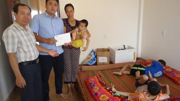 Nam Định: Hơn 45 triệu đồng đến với chị Đinh Thị Loan nuôi 3 con bại não