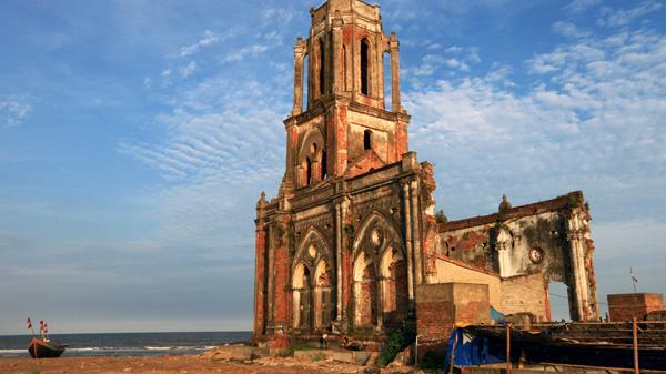 Nam Định tuyệt đẹp với cung phượt nhà thờ đổ